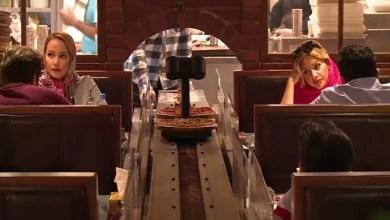 """صورة إيران : """" روبوت """" يقدم المأكولات لرواد مطعم """" RoboChef """" في طهران ( فيديو )"""