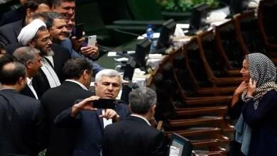 """صورة برلماني إيراني يعتذر عن """" تسابق """" نواب لإلتقاط """" سيلفي """" مع موغريني"""