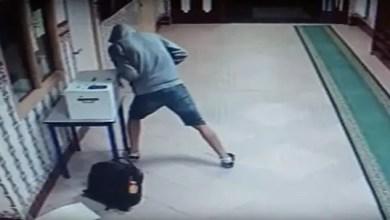 Photo of القبض على عربي تخصص بسرقة المساجد في فرنسا ( فيديو )