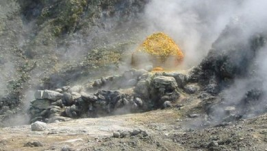 Photo of إيطاليا : فوهة بركان تبتلع عائلة في مدينة نابولي