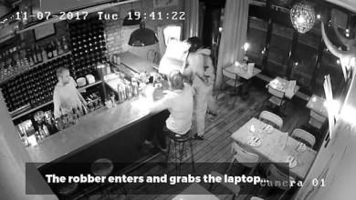 صورة بالفيديو .. امرأة بريطانية تواجه لص حاول سرقة حاسوبها بشجاعة