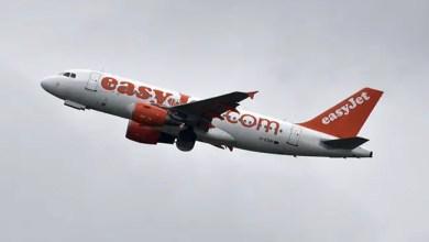 صورة مسافر يخدع الأمن في مطار بلندن و يتسلل ليختبئ في حمام طائرة