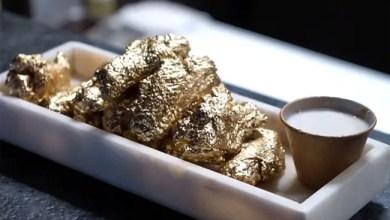 Photo of مطعم أمريكي يقدم وجبة دجاج مطلية بالذهب ! ( فيديو )