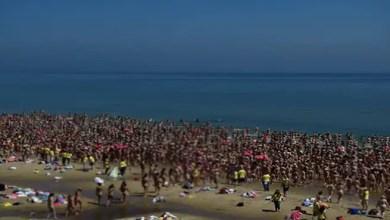 Photo of في أيرلندا .. 2500 امرأة تتعرى على شاطئ من أجل جمع الأموال لجمعية خيرية !