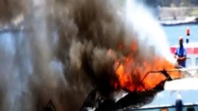 Photo of تركيا : حريق يلتهم يختاً فاخراً و قبطانه يقفز في البحر بعد فشله في إنقاذه ( فيديو )