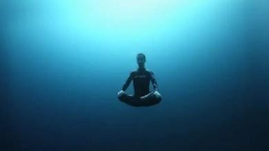 صورة أمريكي دخل مسابقة لحبس النفس تحت الماء .. فمات اختناقاً !
