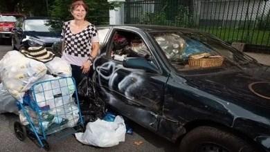 Photo of امرأة أمريكية تملك 8 ملايين دولار .. و تجمع العبوات الفارغة من القمامة !