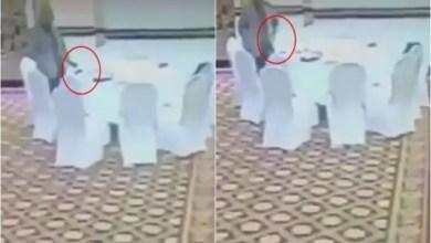 صورة مسؤول باكستاني يسرق محفظة مندوب حكومي كويتي ! ( فيديو )