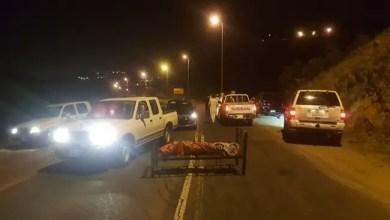 Photo of في السعودية .. مواطنون يعثرون على جثة مربوطة بسرير وسط طريق عام ! ( فيديو )