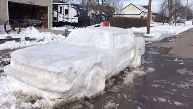 """صورة منحوتة ثلجية لسيارة """" موستانج """" تحصل على مخالفة من شرطي أمريكي ! ( فيديو )"""