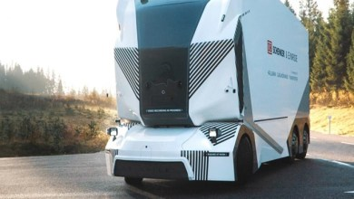 "Photo of شاحنة ضخمة "" بلا سائق "" تسير على طريق عام في السويد ( فيديو )"