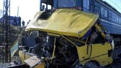Photo of كازاخستان : قطار يصطدم بحافلة اعترضت طريقه و الركاب ينجون بأعجوبة ( فيديو )
