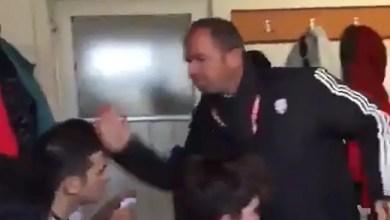 """صورة مدرب تركي """" يصفع """" لاعبيه عقاباً على أدائهم الكارثي ! ( فيديو )"""