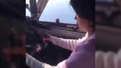 "Photo of "" فضيحة "" في قمرة طائرة روسية و تحقيق عاجل من الشركة المسيرة ( فيديو )"