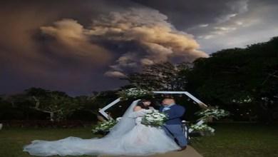 Photo of في الفلبين .. زوجان يقيمان حفل زفافهما تحت دخان بركان !