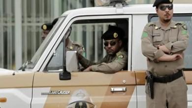 Photo of السعودية : القبض على شاب عرض المخدرات على فتاة في الشارع العام