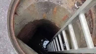 صورة وفاة شخصين إثر سقوط 8 مصريين بحفرة للصرف الصحي