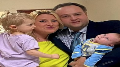 صورة طفل يذهل والديه بحديثه في عمر شهرين ! ( فيديو )