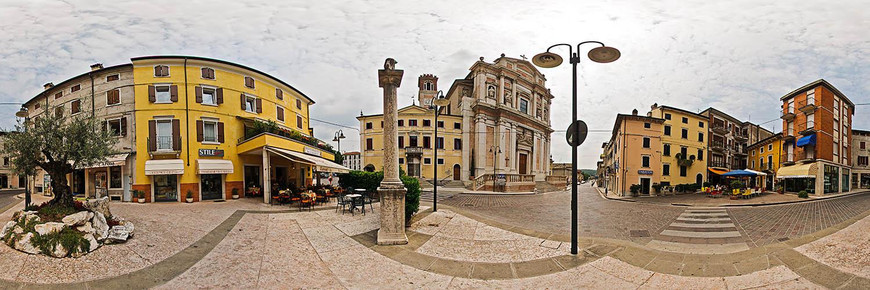360°-Panorama in Caprino Veronese - vor der Kirche