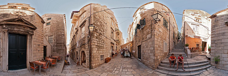eine typische Altstadtgasse in Dubrovnik