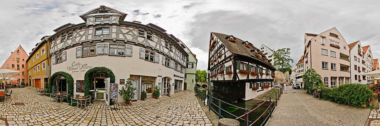 Dieses 360°-Panorama zeigt das Hotel Schiefes Haus und das Cafe Münz im Fischerviertel in Ulm.