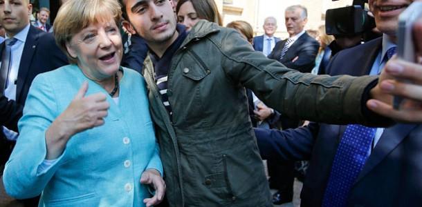 """Merkel: """"Refugiatii nu pot fi OPRITI"""
