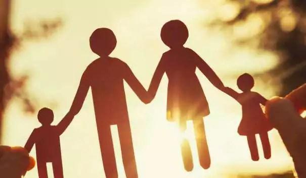Contoh lembaga sosial keluarga