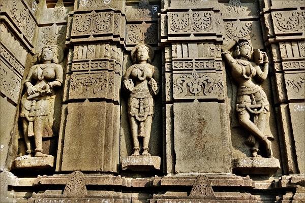 Statue hindou, hindu statue , spiritual tour, circuit spirituel, beaux temples du Maharashtra, beautiful temples of Maharashtra