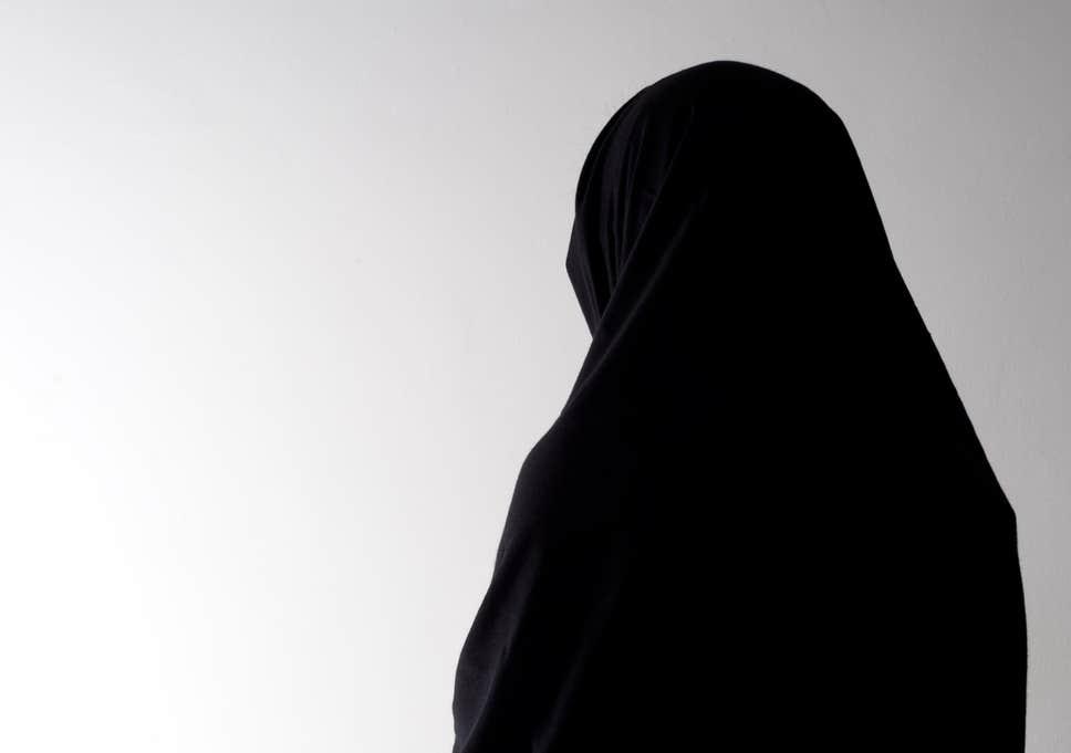 بھارت میں ہندو انتہا پسندی کی انتہا برقع پوش مسلمان لڑکیوں کا کالج میں داخلہ بند