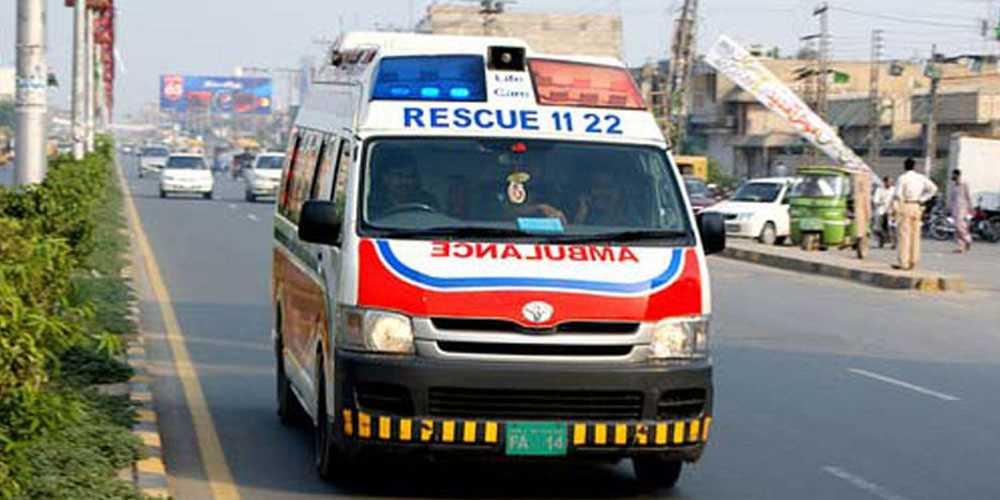 ہالہ : مسافر کوچ کی رکشہ کو ٹکر، 9 افراد جاں بحق، 5 زخمی