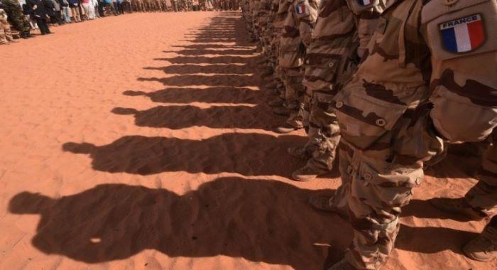 فرانس اپنے فوجی عراق سے نہیں ہٹائے گا، اسپین کا کچھ فوجیوں کو کویت منتقل کرنے کا فیصلہ