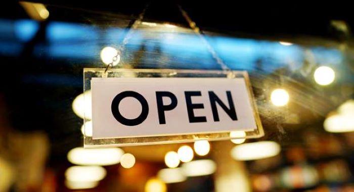 عمران خان نے لاک ڈاؤن بتدریج ہفتے سے کھولنے کا اعلان کر دیا