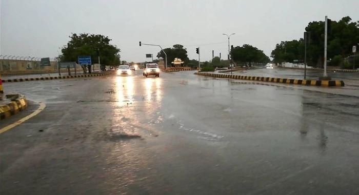 کراچی :مسلسل دوسرے روز تیز بارش، کرنٹ لگنے سے مزید 3 افراد جاں بحق