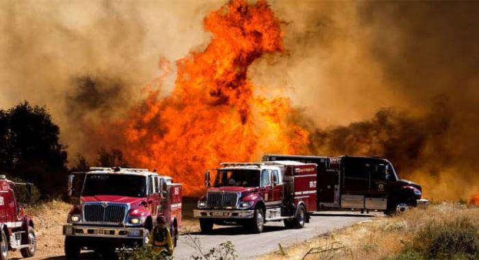 امریکی ریاست کیلی فورنیا کے جنگلات میں لگی آگ پر قابو نہ پایا جا سکا