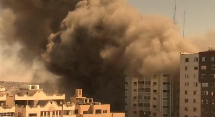 غزہ میں میڈیا دفاتر پرمشتمل ایک اور کثیر منزلہ عمارت اسرائیلی طیاروں نے تباہ کردی