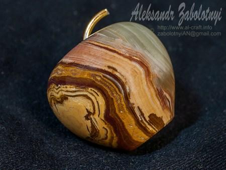Предметная фотография стеклянных объектов, каменное яблоко
