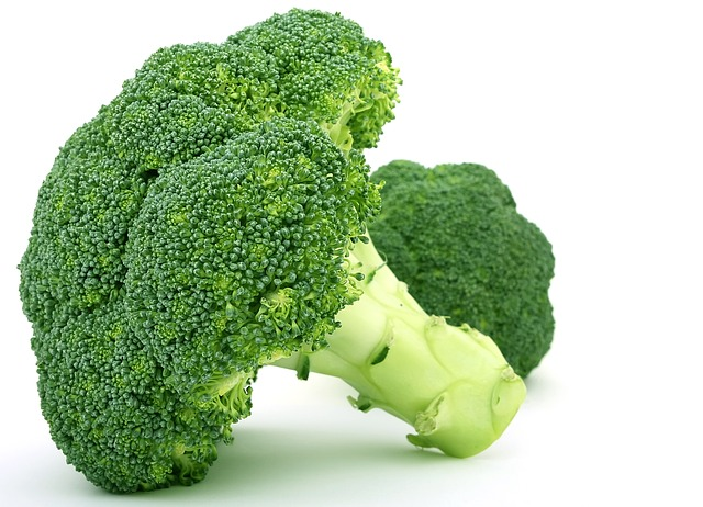 العناصر الغذائية في البروكلي المطهوّ, السعرات الحرارية - الكربوهيدرات - العناصر الغذائية في البروكلي المطهوّ