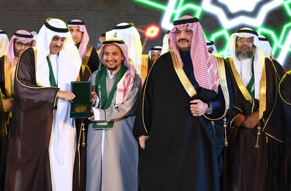 أمير عسير يرعى حفل تخريج الدفعة الـ21 من طلاب جامعة الملك خالد