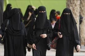 """Photo of فتاة ترقص بالنقاب في """"موسم الرياض""""… هذا ما حدث لها (فيديو)"""