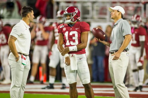 Tua Tagovailoa injured in Tennessee game, taken to locker room
