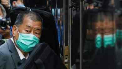 حكم على زعماء الديمقراطية في هونغ كونغ بالسجن وسط حملة قمع
