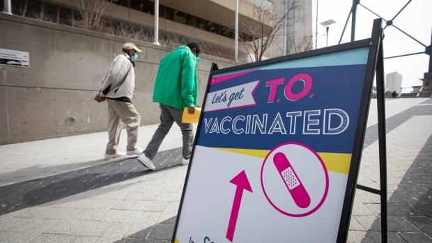 فيروس كورونا: ماذا يحدث في كندا وحول العالم يوم الاثنين