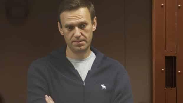 قال محامي إن الناقد المسجون بوتين أليكسي نافالني يعاني من فتق في العمود الفقري ، ويفقد الإحساس في يديه