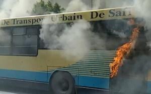 فيديو: حريق مهول بحافلة للنقل العمومي
