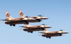 طائرات إف 16 تحلق على علو منخفض في سماء الصحراء المغربية