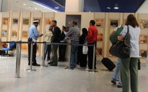 كاميرات مطار محمد الخامس تتسبب في اعتقال رجل أمن بالرباط بعد تصويره متلبسا بالسرقة