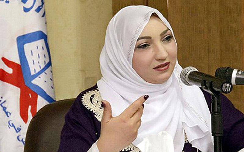 الشاعرة المغربية سناء الحافي تتألق في أمسية شعرية بعمان