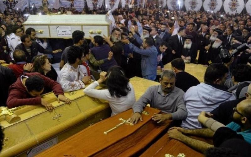 الحكومة المصرية تصريف حوالي 5500 دولار تعويضات لأسر ضحايا تفجيري الكنيستين