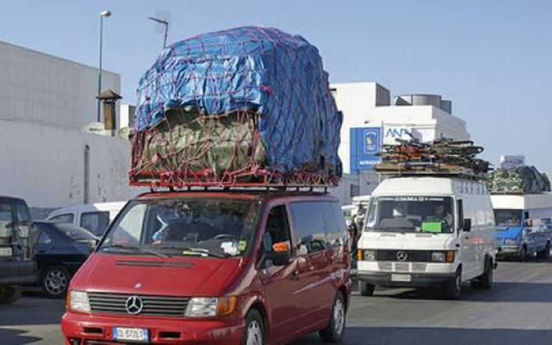 الأمن الفرنسي يتعقب المهاجرين المغاربة العائدين إلى الوطن عبر سياراتهم الخاصة