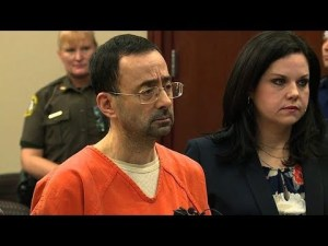 بالفيديو…لحظة الحكم على الطبيب نصار ب175 سنة سجنا في أكبر قضية اعتداء جنسي